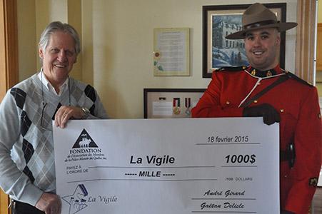 Le 18 février dernier Éric Pagé a, au nom de la Fondation de l'AMPMQ, a présenté un chèque de 1 000 $ à M. Jacques Denis Simard, directeur général de La Vigile.